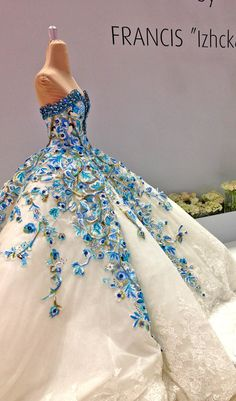 White couture wedding dress, bridal gown with blue flowering Stunning Dresses, Beautiful Gowns, Elegant Dresses, Pretty Dresses, Beautiful Outfits, Quinceanera Dresses, Prom Dresses, Formal Dresses, Fantasy Dress