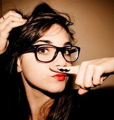 http://3.bp.blogspot.com/_KnfnW8dorAc/TI9PokCDQDI/AAAAAAAAANE/tXNYkkhJMyE/s400/I_love_moustache_by_plusAudreyqueHepburn.jpg
