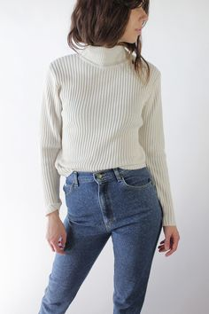 We've gathered our favorite ideas for Vauxvintage Vintage White Ribbed Turtleneck, Explore our list of popular images of Vauxvintage Vintage White Ribbed Turtleneck. Mode Style, Style Me, Outfits Otoño, Winter Stil, Ribbed Turtleneck, Look Fashion, Fashion Mode, Classic Fashion, Mode Inspiration