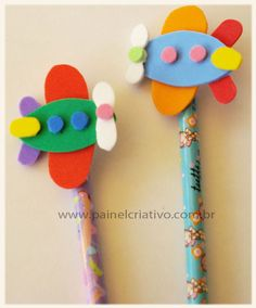 lembrancinha escola ponteira eva meninos (5) Kids Crafts, Diy Crafts For Gifts, Foam Crafts, Diy Arts And Crafts, Hobbies And Crafts, Preschool Crafts, Pencil Topper Crafts, Pencil Crafts, Art N Craft