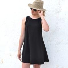 Vestido negro evasé