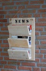 Tijdschriften annex krantenrek voor aan de muur. Gemaakt van steigerhout - by JohnnyBlue.nl Scaffolding Wood, Repurposed Wood Projects, Wooden Shelves, Rustic Bookshelf, Furniture Making, Wood Pallets, Wood Art, Wood Crafts, Woodworking Projects