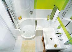kleines Bad mit Dusch-Badewannen-Kombi