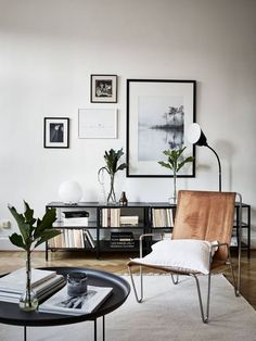 Minimal scandinavian decor | vintage leather sling chair with a white linen cushion | minimal bookcase | black and white wall gallery | perfectly styled simple coffee table | Did you know Bemz offers cushion covers in all our 250 + fabrics California Location, California Homes, Sherman Oaks, Open Concept Home, Story House, Leather Furniture, Restoration Hardware, Traditional House, Sweet Home