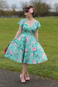 Nursing Student Pharmacology Lab Values Printer DIY Building Retro Fashion 50s, Vintage Inspired Fashion, 40s Fashion, Nursing Friendly Dress, Nursing Dress, Nursing Clothes, Pin Up Outfits, Modest Outfits, Simple Outfits