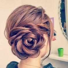 可愛いの超定番♡髪の毛の『長さ別』お呼ばれヘアアレンジまとめ♩にて紹介している画像