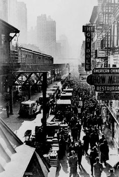 NYC. 6th ave el, 1940.......AS IS LONDON----A BUSY, BUSY PLACE.......ccp