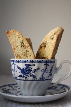 Lemon Pistachio Biscotti - To make gluten free, use all purpose GF flour. Drizzle melted chocolate over them for extra pizazz! Pistachio Biscotti, Biscotti Recipe, Matcha, Cookie Recipes, Dessert Recipes, Biscuits, Italian Cookies, Dried Cranberries, Cookie Bars
