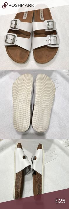 Steve Madden slip on Used in good condition it fits like 8 - 1/2 Steve Madden Shoes Flats & Loafers