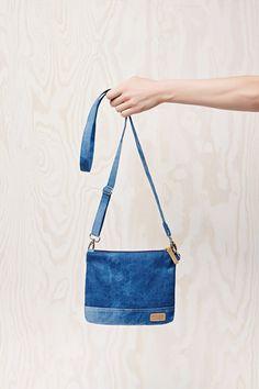 Torebka  jeansowa  niebieska z długim paskiem