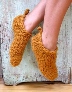 Lucky 13 bed socks pattern by Julie Weisenberger Knitting Patterns Free, Free Knitting, Knitting Socks, Crochet Patterns, Knit Socks, Crochet Ideas, Zombie Clothes, Knitted Slippers, Slipper Socks