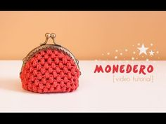 A fun tutorial to learn how to make your own crochet coin purse using sew in purse handles. Crochet Zig Zag, Crochet Shell Stitch, Love Crochet, Crochet Stitches, Knit Crochet, Crochet Beanie, Learn To Crochet, Crochet Wallet, Crochet Coin Purse