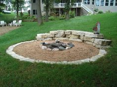 DIY fire pit designs ideas - Do you want to know how to build a DIY outdoor fire pit plans to warm your autumn and make s'mores? Find inspiring design ideas in this article. Diy Fire Pit, Fire Pit Backyard, Backyard Patio, Backyard Landscaping, Sand Patio, Backyard Seating, Pergola Patio, Fire Pit Landscaping Ideas, Large Backyard