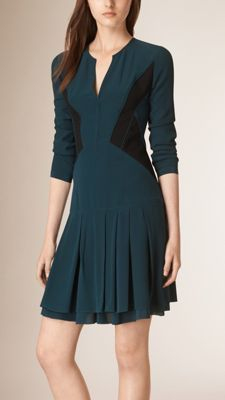 d316a16f222790 Körperbetontes Seidenkleid mit kontrastierenden Panels Damen Bekleidung