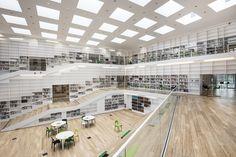 """Adept ha collaborato con un team internazionale al progetto della Dalarna Media Library, edificio multifunzionale strutturato come una """"spirale della conoscenza"""" che si integra con il paesaggio circostante del Campus Dalarna University di Falun, in Svezia."""