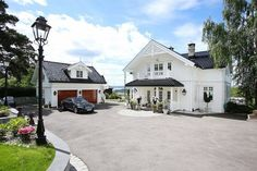 Bolig til salgs Beautiful Norway, Beautiful Homes, Norwegian House, Modern Entrance, Garden Deco, House Goals, Curb Appeal, Future House, New Homes