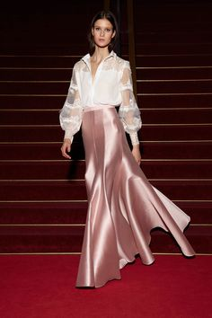 Alexis Mabille Resort 2018 Fashion Show - Tap the LINK now to see all our amazing accessories, that we have found for a fraction of the price Look Fashion, Runway Fashion, High Fashion, Fashion Show, Fashion Design, Dress Skirt, Dress Up, Alexis Mabille, Dress To Impress