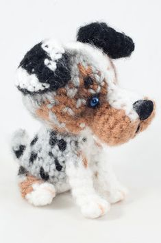 blue-eyed Australian shepherd Crochet Doll Pattern, Crochet Toys Patterns, Stuffed Toys Patterns, Doll Patterns, Crochet Ideas, Miniature American Shepherd, Australian Shepherd, Dog Keychain, Dog Crafts