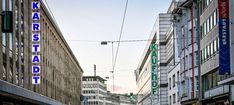 Bei der Warenhauskette Galeria Karstadt Kaufhof droht die Schließung von bis zu 80 Häusern. Multi Story Building, Street View, Economics, Things To Do, Haus, Pictures