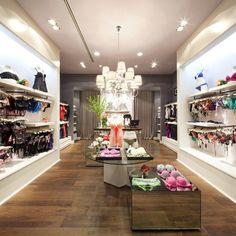 Классический дизайн магазина нижнего белья Valle Oriente