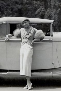 1934 Josephine Baker standing besides her brand new ride, a 1934 French Delage cabriolet. Josephine Baker, Vintage Black Glamour, Vintage Beauty, Vintage Outfits, Vintage Fashion, Black Actors, Black Actresses, Flappers, African American History