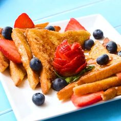 The Best Classic French Toast – This easy French toast recipe makes homemade fluffy french toast using a cinnamon batter and any type of bread you want. French Toast Brunch Recipe, Homemade French Toast, Baked French Toast Casserole, French Toast Bake, Breakfast Casserole, Fluffy French Toast, Best French Toast, Cinnamon French Toast, Toast Pizza