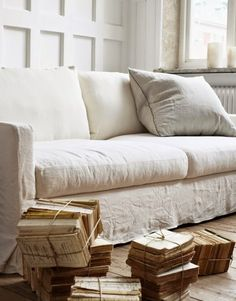 Linen So Chill Yet Still Chic Kismet Interiors Online Interior Design is part of Linen sofa - Linen is the downtoearth celebrity of the fabric world, super chill yet super chic Check out these easybreezy, nbd ways to decorate with linen! French Country Wall Decor, French Country Interiors, French Country Living Room, Country Decor, Living Room Clocks, Living Room Sofa, Living Room Decor, Linen Couch, Interiors Online