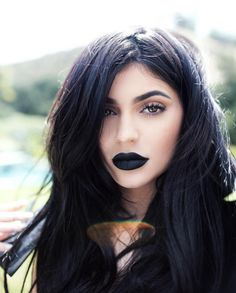 Kylie Jenner con labios negros