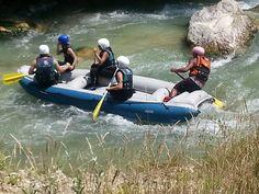 Cosa farete oggi? Noi abbiamo un suggerimento all'insegna del divertimento e dell'adrenalina: il rafting sul fiume Aventino. Il fiume Aventino, dalle acque limpide e trasparenti, attraversa, nel Parco Nazionale della Majella, la valle in uno scenario di assoluta bellezza, con uno slalom naturale alternando rapide a calmi laghetti. Da provare!