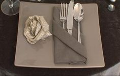 Vidéo : apprenez à plier vos serviettes en range-couverts