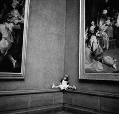 """From the photo series """"The Louvre and its Visitors"""" by Alécio de Andrade."""