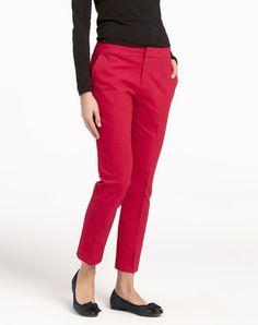 estos pantalones de rojo es muy bonita