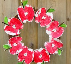 This Red Delicious DIY Apple Print Wreath is a terrific easy paper craft to do with your kids! Fall Paper Crafts, Autumn Crafts, Fall Crafts For Kids, Wreath Crafts, Diy Crafts For Kids, Craft Ideas, Wreath Ideas, Paper Crafting, Classroom Crafts