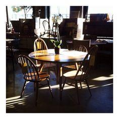 Buenos días!!!!! Por fin un poquito de ☀️ entra en la tienda! Hoy hemos madrugado más de lo normal porque...ha llegado un camión con muchas cosas nuevas!!!!!  Muy buenos días a todos! Os esperamos en @_the_nave_!! #thenave #decor #design #diseño #diseñointerior #decoración #diseñodeinteriores #home #house #homedecor #homestyle #interior #interiordesign #interiorstyle #mobiliario #furniture #shop #adifferentstore #store #newin #acoruña #coruña #industrialdesign #galicia #vintage #photo #sun