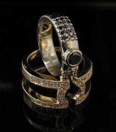 """Together"" Black and white diamond ring. AITO kultasepänverstas/Goldsmith Timo Kansa"