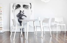 White chairs by STUA / Products available on HomeLovers.pl