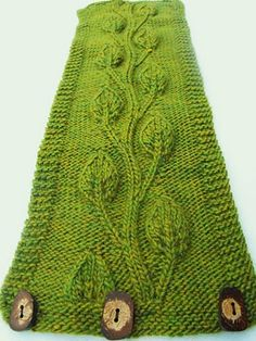 Beautiful vine leaf neck warmer created by Close Knit. Find the free beret pattern here: link