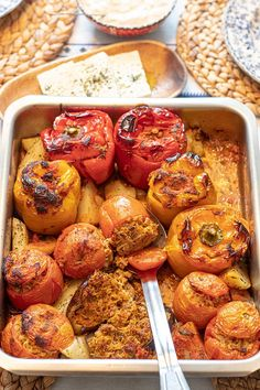Baked Stuffed Peppers, Greek Stuffed Peppers, Gemista Recipe, Beef And Rice, Greek Dishes, Roasted Tomatoes, Greek Recipes, Veggies, Healthy Eating