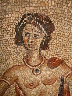 C'est une nymphe de la Mer. Elle es la mère d'Achille, le célèbre guerrier grec qu'elle plongea enfant, dans les eaux du Styx pour le rendre invulnérable, oubliant de tremper aussi le talon par lequel elle le tenait. Achille devint le plus grand héros grec. Sa mère le protégea pendant toute sa courte vie.  Découvert à Saint-Rustice (Haute-Garonne) en 1833. Du IVe ou Ve siècle. Fragment de mosaïque.