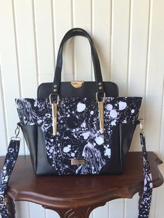 The Aster Handbag by Blue Calla Patterns made using Emmaline Bags Hardware. Kit available in shop