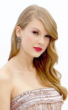 2. Pretty in Pink from Taylor Swift's Top 10 Beauty Moments | E! Online