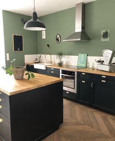 Pin on Home Sweet Home Ikea Kitchen Design, Interior Design Kitchen, Kitchen Decor, Black Kitchens, Home Kitchens, Green Kitchen, Küchen Design, Design Ideas, Kitchen Remodel