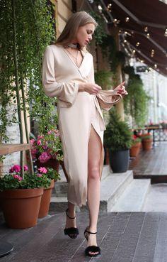 18 Inspo Photos With Elegant Wrap Dresses Fashion 101, I Love Fashion, High Fashion, Casual Dresses, Fashion Dresses, Prom Dresses, Casual Chic, Dress Suits, Classy Dress