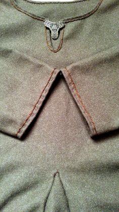 Wierzchnia suknia wikińska, ręcznie szyta:)