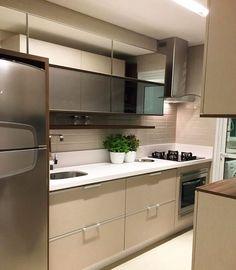 """219 curtidas, 5 comentários - Camila Kist Interiores (@ckinteriores) no Instagram: """"Aquela cozinha clean e liinda do jeito que a gente ama!! ❤️ . Por @brand.boeing"""""""