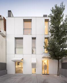 fachada de casa com placas de aço