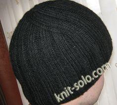 Теплая зимняя мужская шапочка спицами