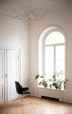 Absolutely love this: all white with wooden floors and green plants...