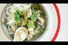 Green chicken curry recipe, Bite – Warren Elwin turns chicken in to some winning TV dinners for those eating in front of the sport - Eat Well (formerly Bite) Thai Green Curry Paste, Ginger Green Beans, Chicken Rice Bowls, Boneless Chicken Thighs, How To Cook Eggs, Fresh Ginger, Curry Recipes, Chicken Recipes