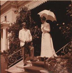 Княгиня З.Н.Юсупова со своим гостем во время прогулки по имению http://il-ducess.livejournal.com/283636.html/